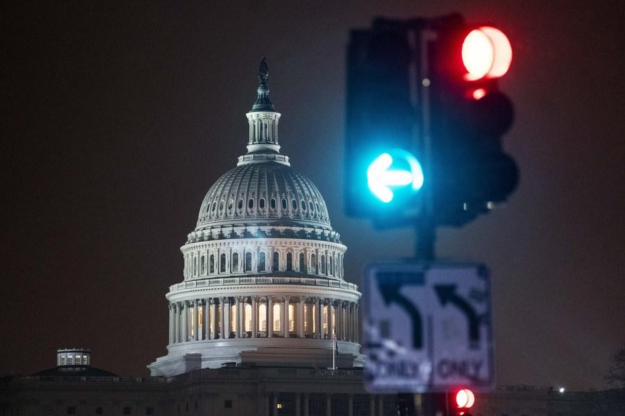 Fotografie pořízená 1. ledna 2021 ukazují budovu amerického Capitol Hill ve Washingtonu, DC, USA.