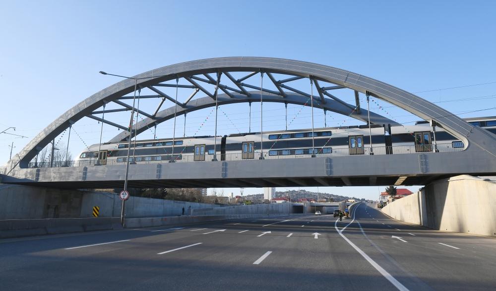 Prezident Ilham Alijev si prohlížel práci na renovovaném úseku státní hranice mezi Baku a Gubou a Ruskou federací v délce 7,5 km