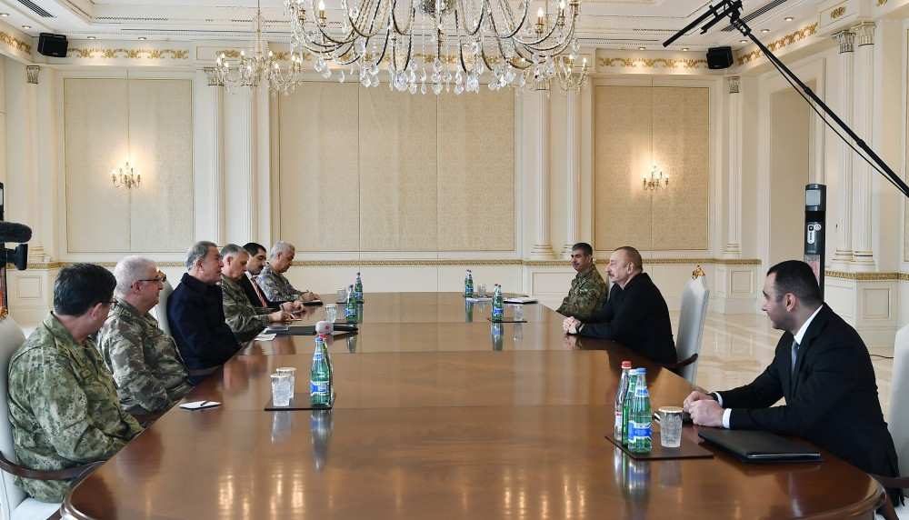 Prezident Ilham Alijev přijal delegaci vedenou tureckým ministrem národní obrany