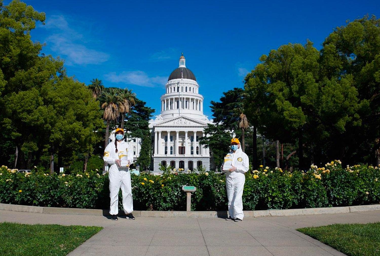 Scientologičtí dobrovolní duchovní v Kalifornském hlavním městě Sacramento podporují prevenci, aby pomohli zploštit křivku nákazy koronavirem