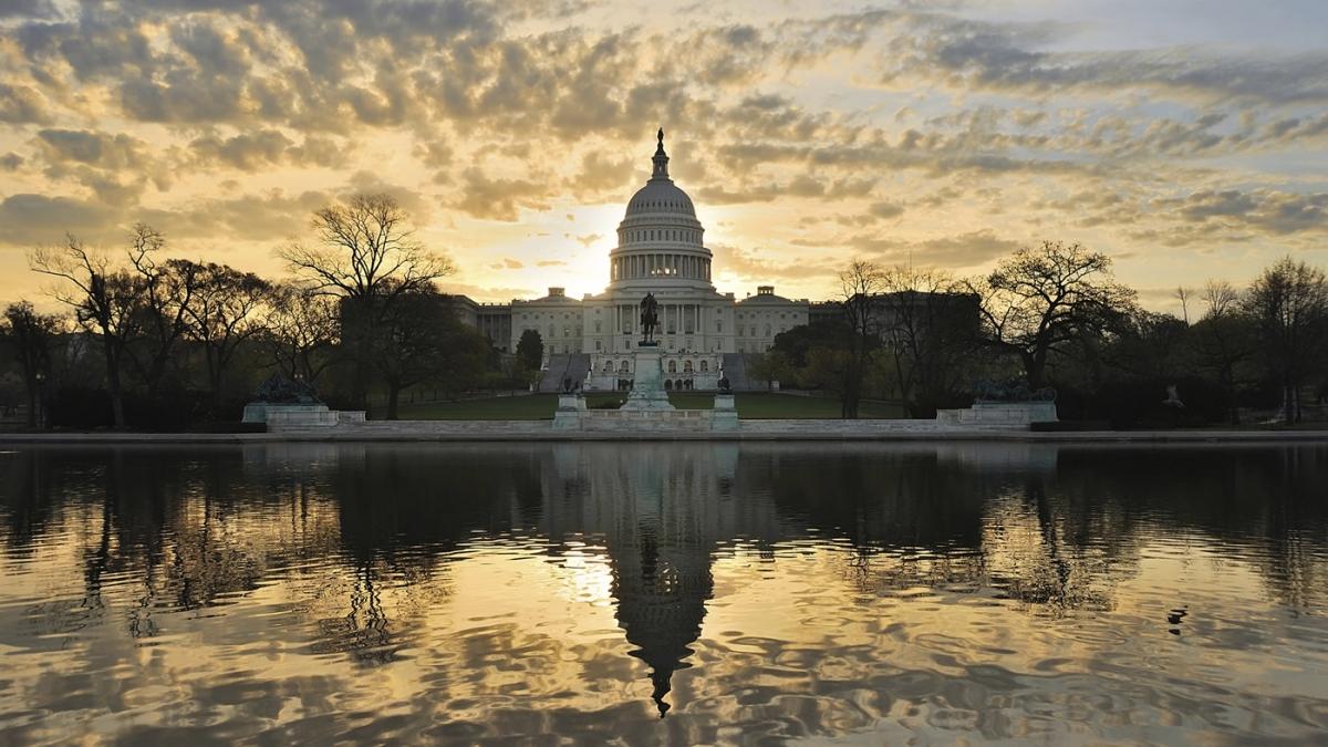 Evans: Americký kongres hlasuje pro omezení vojenských akce proti Íránu