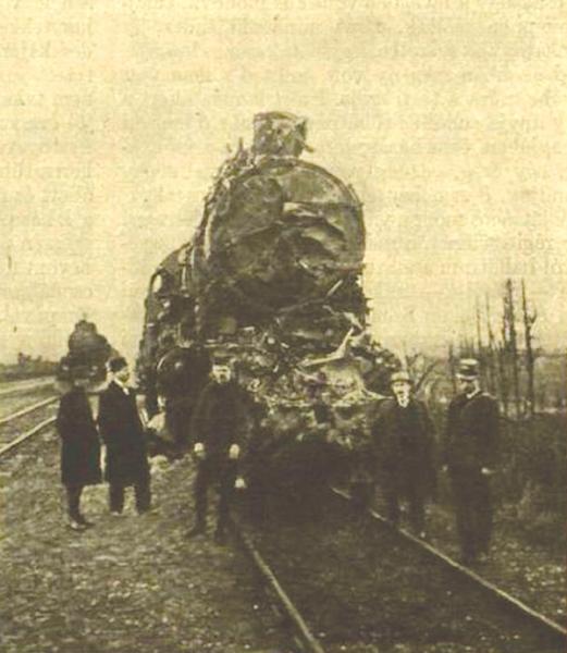 Lokomotiva vysokorychlostního vlaku po nehodě